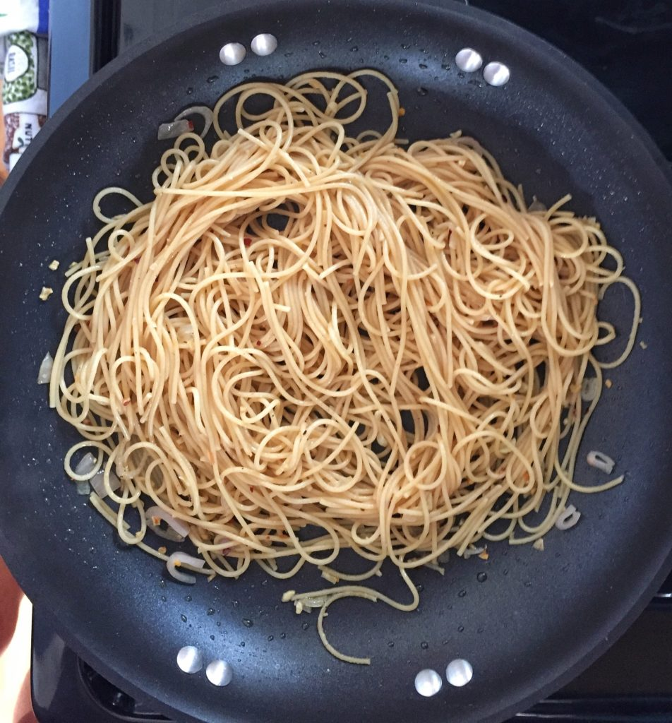 Pasta with Garlic and Oil Pan