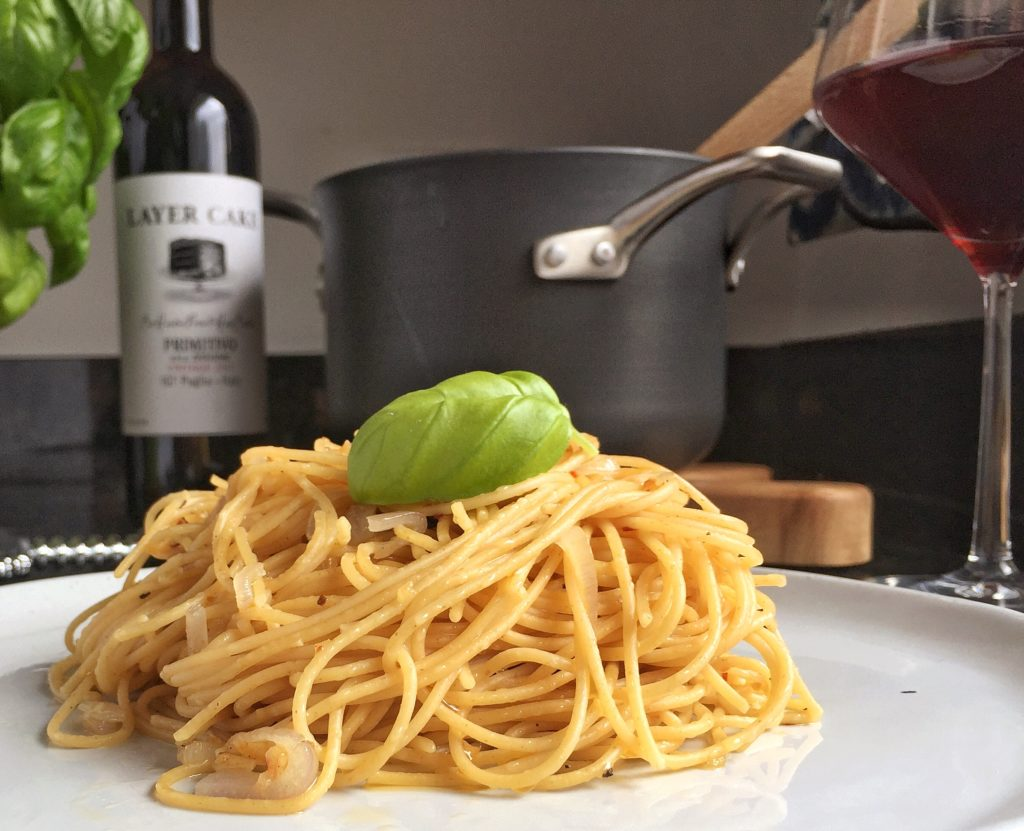 Pasta with Garlic and Oil Side Close