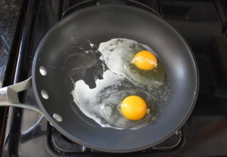 How to Cook Over Medium Eggs cooking
