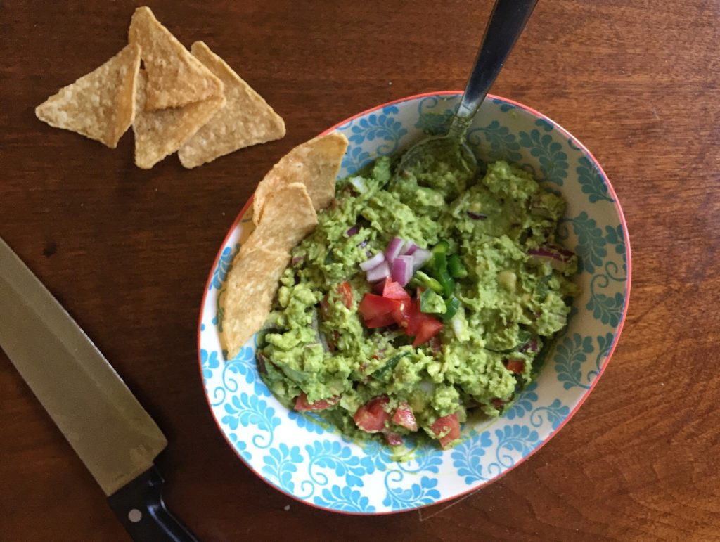 Easy Chunky Guacamole with Chips